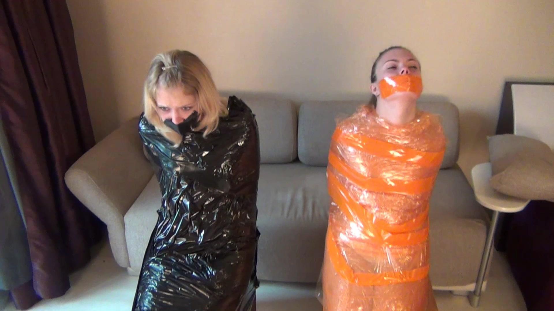 Mädchen gefesselt und geknebelt